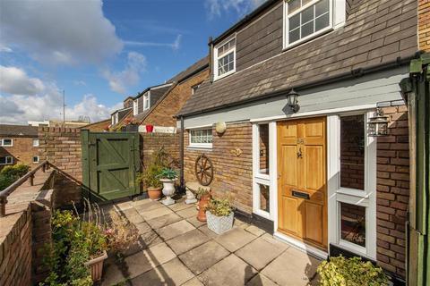 2 bedroom maisonette for sale - Columbia Road, London, E2