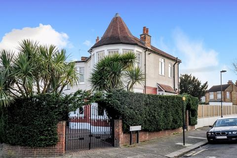 4 bedroom end of terrace house for sale - Lodge Drive, Palmers Green, London, N13