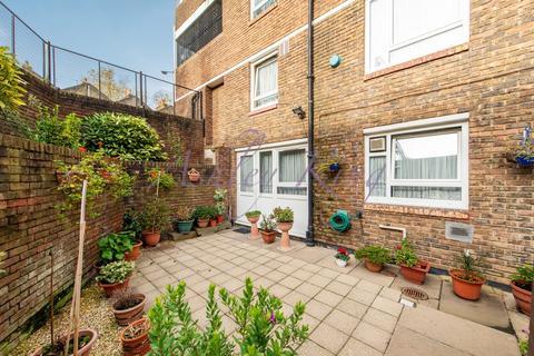 3 bedroom ground floor maisonette for sale - Lipton Road, London