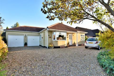 2 bedroom detached bungalow for sale - Grantham Road, Navenby, Lincoln