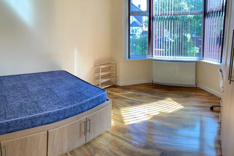 6 bedroom house to rent - Leeshall Crescent, Fallowfield, Manchester M14