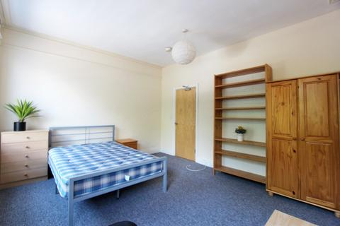 5 bedroom flat to rent - Wilmslow Road, Fallowfield, Manchester, M14