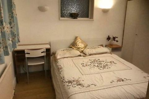 4 bedroom house share to rent - Double Room to Rent in Shared house,Cavendish Avenue, New Malden