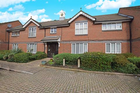 2 bedroom apartment for sale - Chichester Close, Hampton