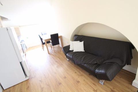 1 bedroom flat to rent - Lovely One bedroom apartment Wellington Street