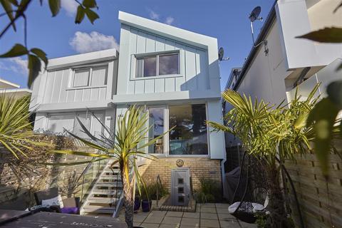 3 bedroom house for sale - Grasmere Road, Sandbanks, Poole