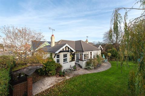6 bedroom detached bungalow for sale - Ellis Road, Whitstable