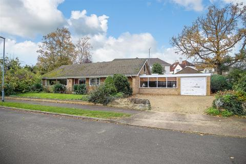 3 bedroom detached bungalow for sale - Favell Way, Weston Favell, Northampton