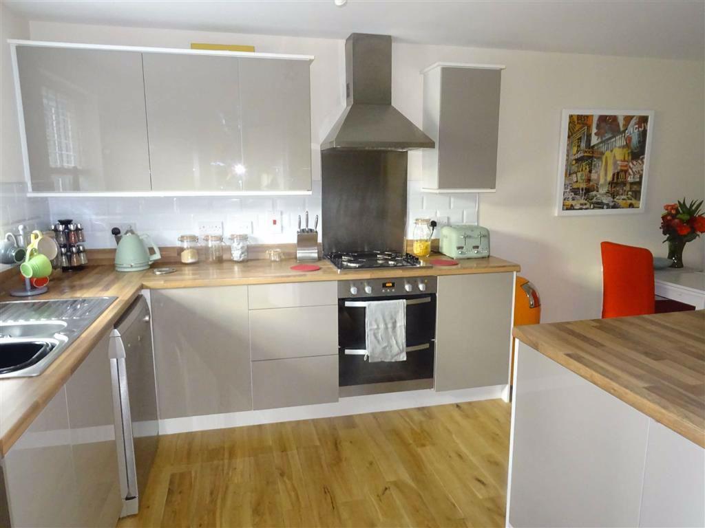 Modern spacious breakfast kitchen / diner (recentl
