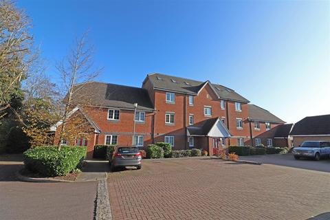 3 bedroom flat for sale - Tilers Close, Merstham, Redhill