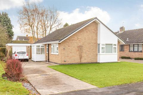 2 bedroom bungalow for sale - Derwent Drive, Wheldrake, York, North Yorkshire, YO19