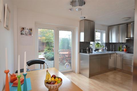 3 bedroom semi-detached house for sale - Keats Avenue, REDHILL, RH1 1AG