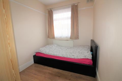 House share to rent - Lodge Close, London, N18