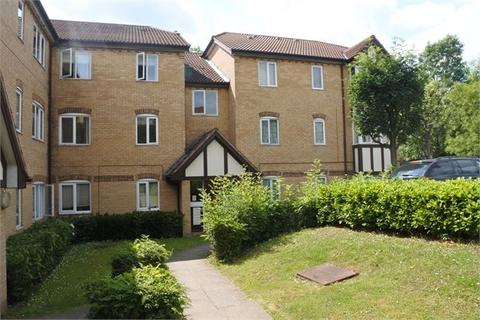2 bedroom flat to rent - Britton Close, Catford, London, UK. SE6 1AP