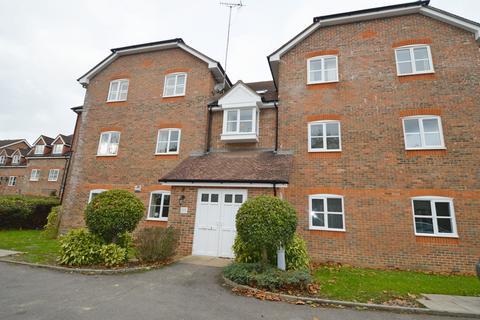 2 bedroom flat to rent - Royal Huts Avenue, Hindhead, GU26