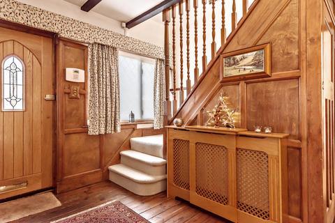 3 bedroom detached house to rent - Walton on Thames KT12