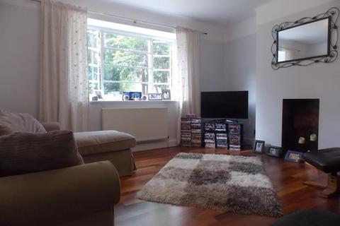 2 bedroom flat to rent - Queens Court, W5