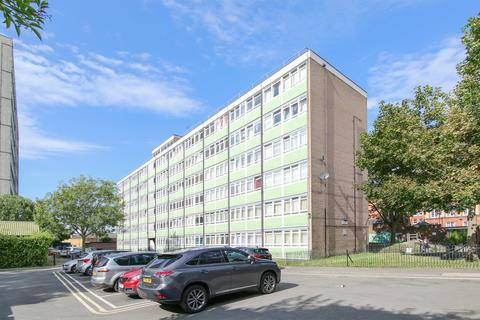 3 bedroom apartment for sale - 14 Colbert House, Sceaux Gardens, London SE5