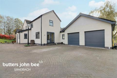5 bedroom detached house for sale - Pool View