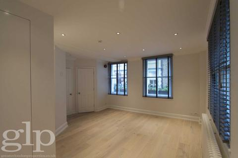 Studio to rent - Carnaby Street, Soho, W1F