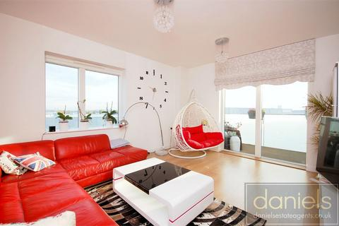 3 bedroom flat to rent - Dan Court, Lakeside Drive, Park Royal, LONDON