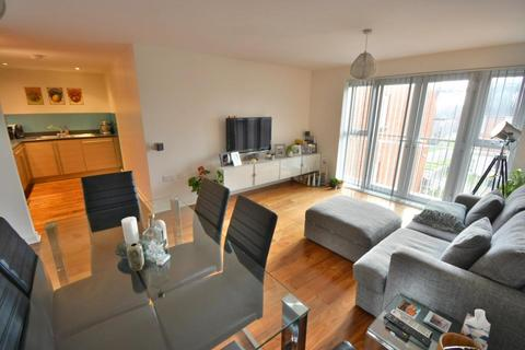 2 bedroom flat for sale - Newfoundland Drive, Poole, BH15 1YE
