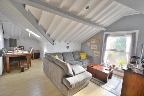 2 bedroom flat for sale - Highfield House, Poole, BH14 0HE