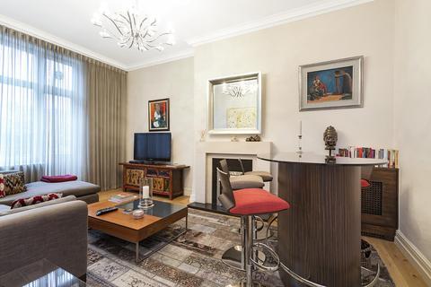2 bedroom apartment to rent - Cadogan Square SW1