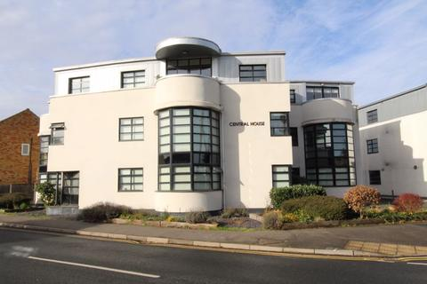 2 bedroom apartment to rent - Thorndon Avenue, Brentwood