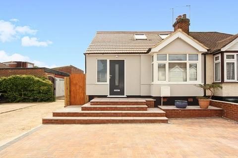 4 bedroom bungalow for sale - Croyde Avenue, Greenford