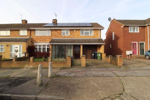 4 bedroom semi-detached house to rent - Haleswood Road, Hemel Hempstead