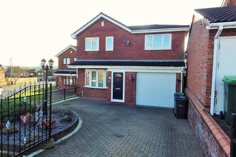 4 bedroom detached house for sale - Midhill Drive, Rowley Regis