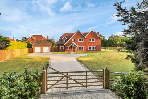 5 bedroom detached house for sale - Clappers Lane, Chobham