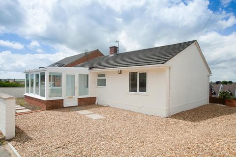 2 bedroom detached bungalow to rent - Heath View Drive, Salisbury