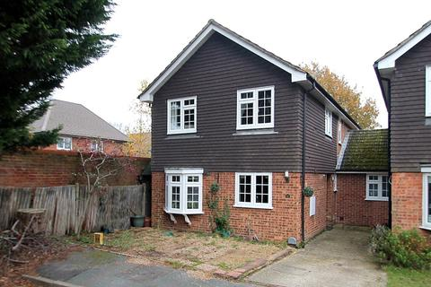 4 bedroom link detached house for sale - Snowdrop Way, Bisley, Woking, GU24