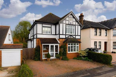 4 bedroom detached house for sale - Woodcote Park Road, Epsom, Surrey