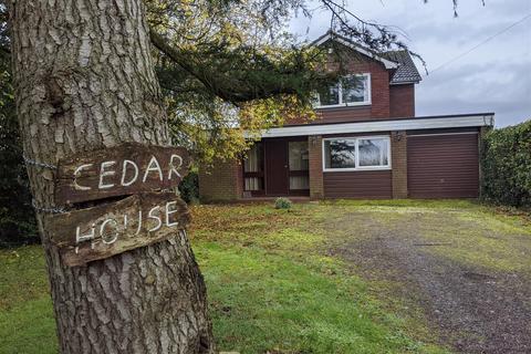 4 bedroom house for sale - Cedar House Coppenhall , ST18 9DA