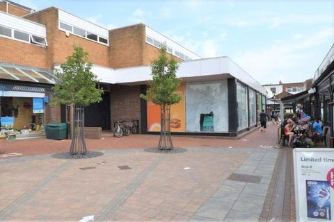 Retail property (high street) to rent - Market Walk, Tiverton, Devon, EX16