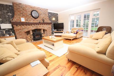 3 bedroom house to rent - Hullbridge Road, South Woodham, CM3