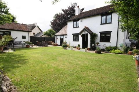3 bedroom detached house for sale - BURTON, CHRISTCHURCH
