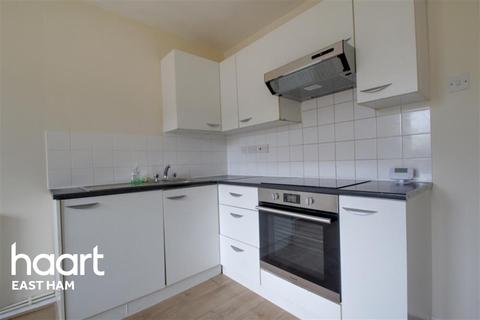 2 bedroom flat to rent - Selbourne Road, E12