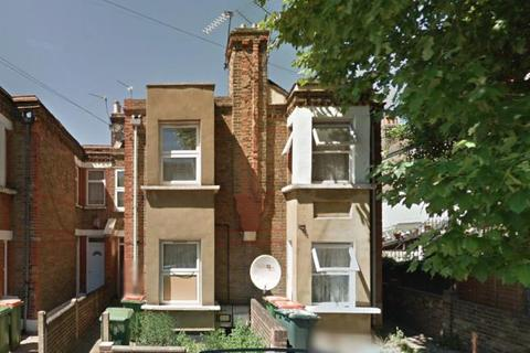 3 bedroom flat to rent - Lansdown Road, Newham E7