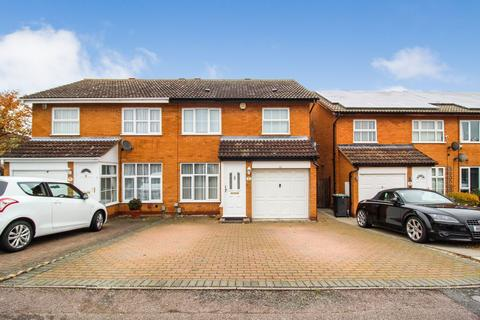 3 bedroom semi-detached house for sale - Chelmer Close, Bedford