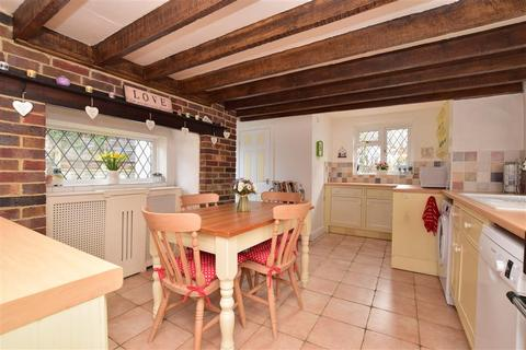 3 bedroom end of terrace house for sale - Woods Hill Lane, Ashurst Wood, West Sussex