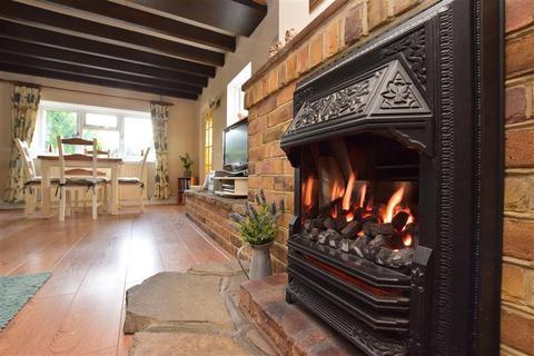 3 bedroom semi-detached house for sale - Woods Hill Lane, Ashurst Wood, West Sussex