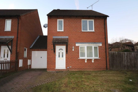 3 bedroom semi-detached house to rent - Three Bedroom house on Warnsham Close, Lower Earley.