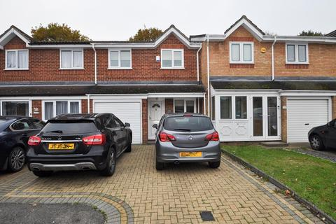 3 bedroom terraced house for sale - Webster Close, Hornchurch, Essex, RM12
