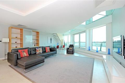 3 bedroom flat to rent - Cinnabar Wharf Central, 24 Wapping High Street, London, E1W