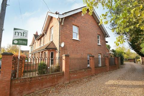 3 bedroom end of terrace house for sale - Manor Road, WALTON-ON-THAMES, Surrey