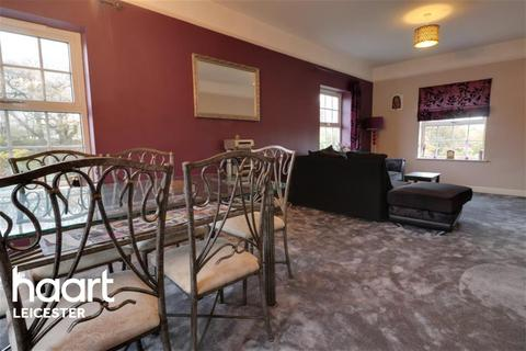 2 bedroom flat to rent - Gynsills Hall